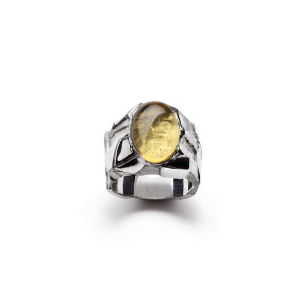 Ring with yellow cabochon quartz