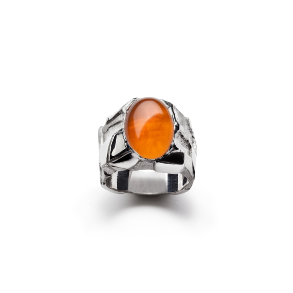 Ring with orange cabochon quartz